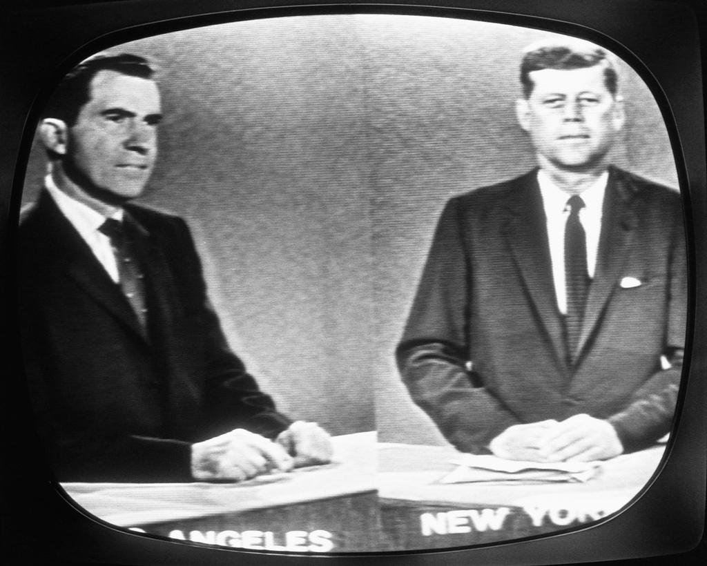 Un fotograma del debate televisado entre Nixon, a la izquierda, y Kennedy, a la derecha